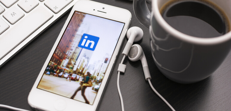 Linkedin, profesyonel mesleklerdeki kişiler için bir sosyal ağ sitesidir. Haziran 2013 itibarıyla 200'den fazla ülkede 259 milyondan fazla kullanıcı.